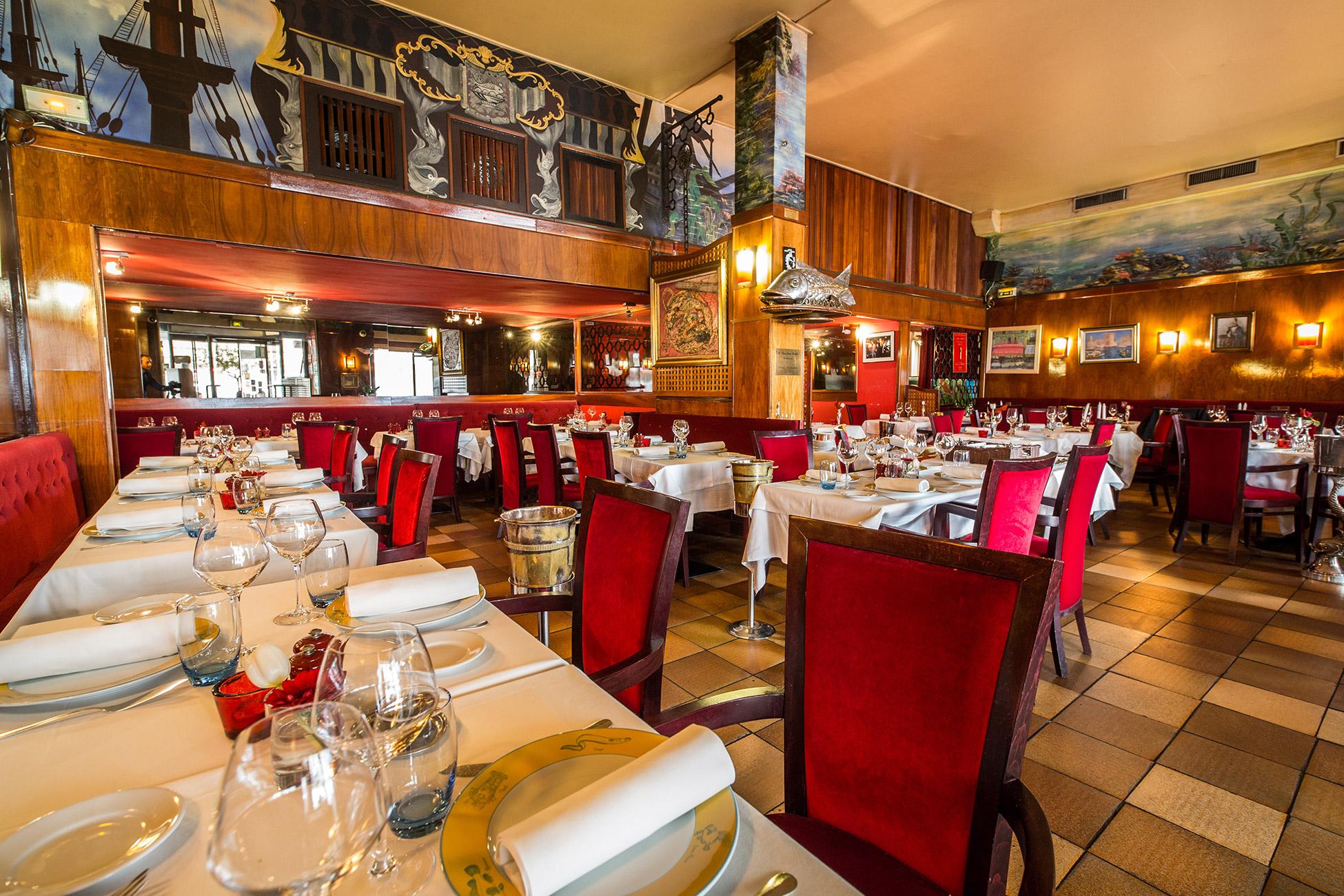 Miramar restaurant gastronomique marseille membre fondateur de la charte de la bouillabaisse - Restaurant l huitre y est port des barques ...
